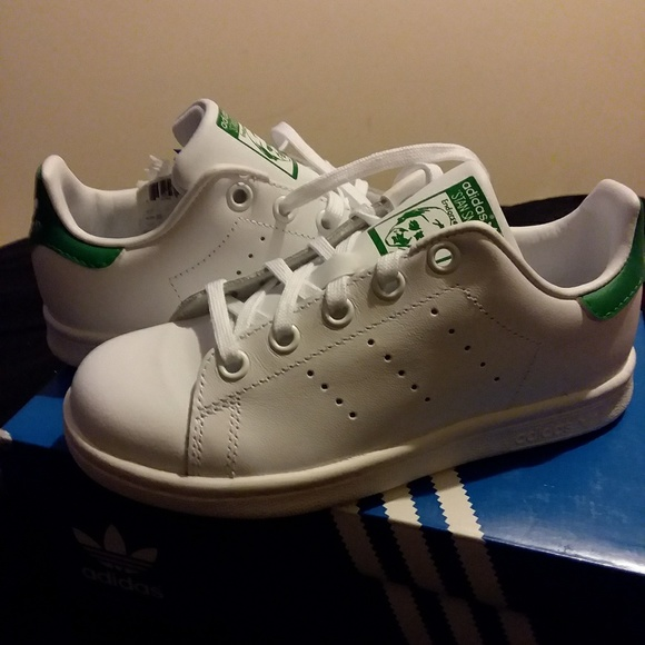cheap for discount ba509 4bdd5 Brand new Children s white Adidas Sneakers sz13